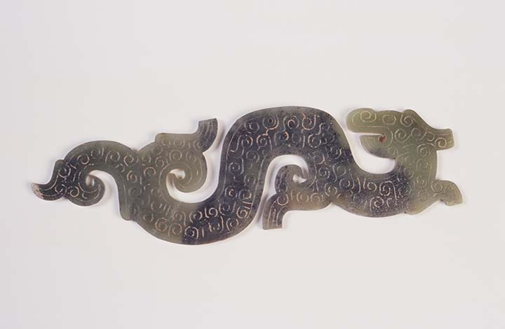 Arched Dragon Pendant Eastern Zhou dynasty